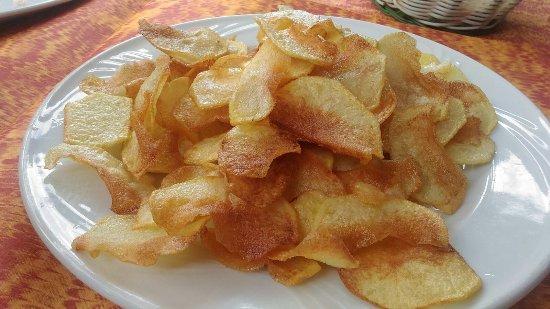Manziana, Italien: Chips fatte da loro, gustosissime!