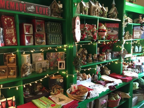 Linden, VA: Nice selection of Christmas ornaments