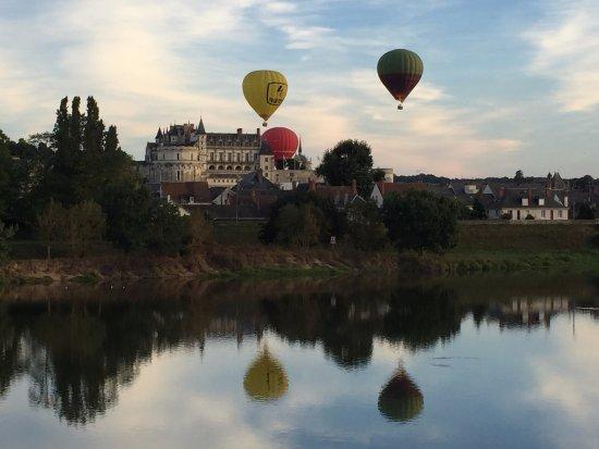 Sainte-Catherine-de-Fierbois, Francia: L'arrivée sur Amboise, peu de temps avant l'atterissage (tout en douceur)