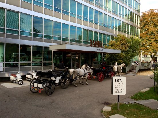 Hotel Daniel Vienna: You can order the horse carriage as well!