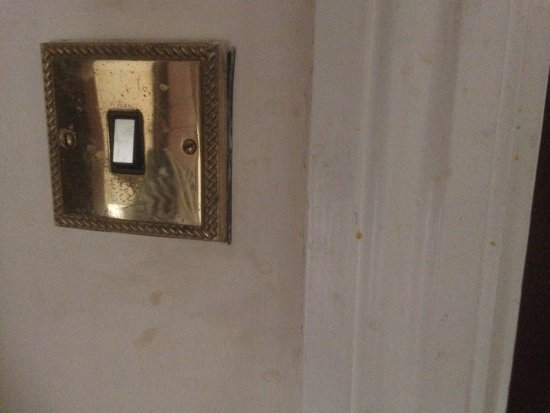 Oldbury, UK: filthy lights switches and walls