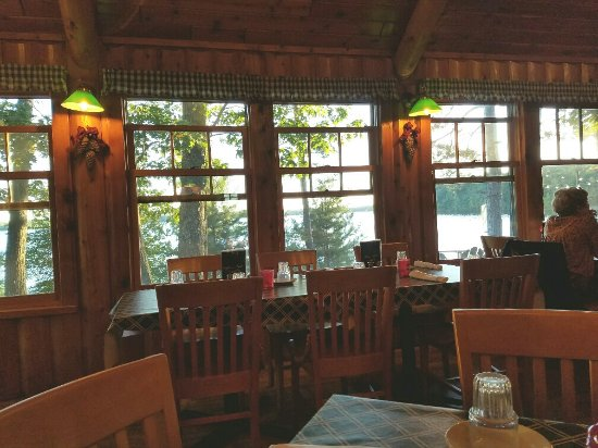Eagle River, WI: Dining room has a nice view of the lake