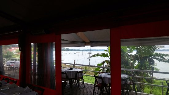 Golden Grill & Pizza: Vista da represa a partir do Deck.