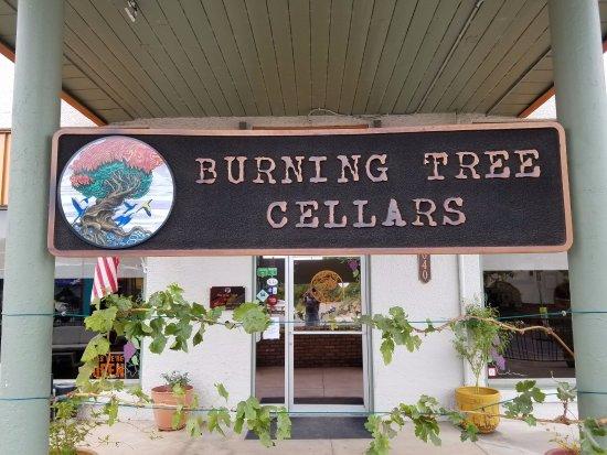 Burning Tree Cellars Tasting Room: Exterior