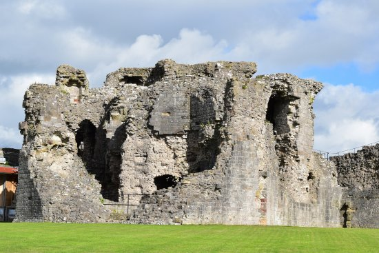 Denbigh, UK: Castle ruins adjoining visitor centre