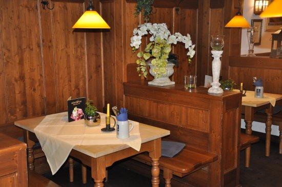 Deggendorf, ألمانيا: Frühstücksraum im Hotel Höttl