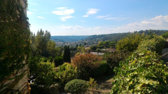 Saint-Paul de Vence: A vew out across the countryside