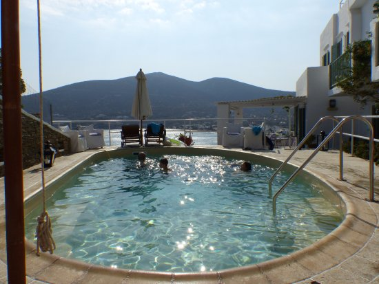 Platis Yialos, Grèce : hotel's small pool - good for a dip after the beach