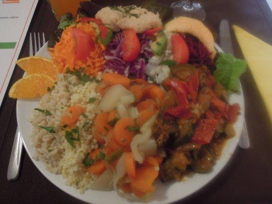Pithiviers, Frankrike: salade avec rillettes de saumon
