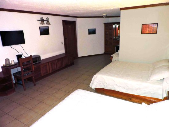 Fish Hook Marina & Lodge: Standard Room 2 Queen beds