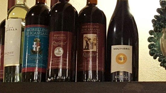 Gaggi, Italia: Heerlijk gegeten met vele extra's om te proeven. Heerlijke wijn en super bediening.  Hele aardig