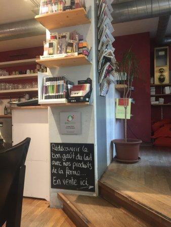 Le Cafe-Hotel L'Aubier: café downstairs