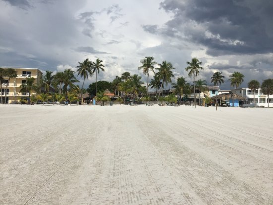 Outrigger Beach Resort: photo2.jpg