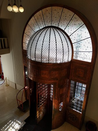 Continental Hotel Budapest: Gorgeous entrance.