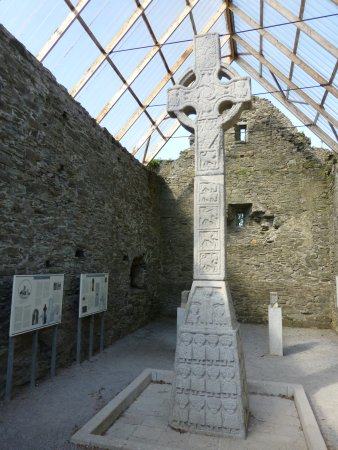 County Kildare, Irlanda: Moone High Cross, standing 17.5 feet tall