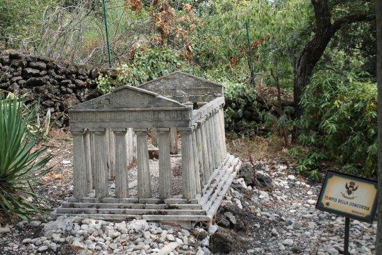 Zafferana Etnea, Itália: Valle dei templi