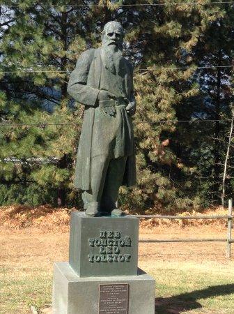 Castlegar, Canadá: Leo Tolstoy, benefactor of the Doukhobors