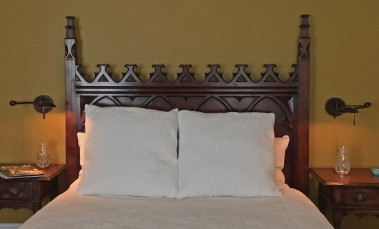 Hudson, NY: Bed and reading lights in Gothic Room