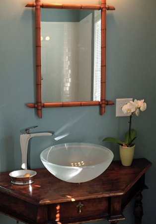 Hudson, NY: Blue room en-suite bathroom