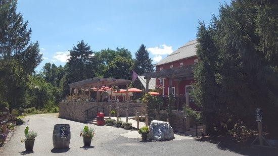 Orrtanna, Pensylwania: Serene setting, beautiful gardens, tasty wines