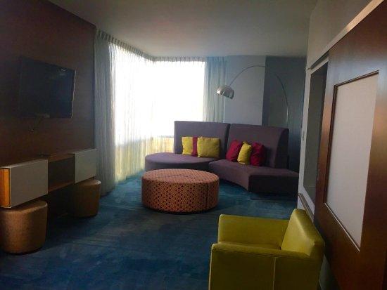 Aloft Asheville Downtown: Suite Sitting Room