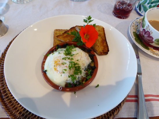 L'Abri: Eggs Provencal for breakfast