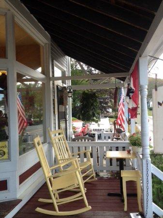 Mama D's Cafe Mercantile: Balcon d' entrée