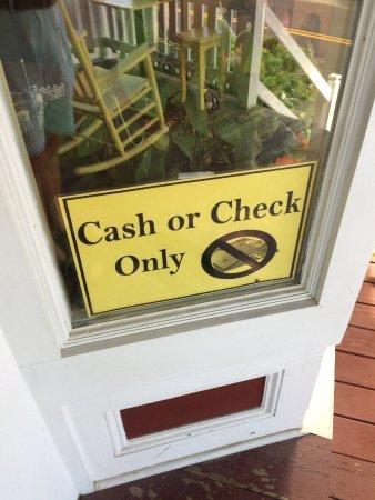 Mama D's Cafe Mercantile: Unique au monde 😉 Je ne fournirais pas de déjeuner payé par chèque !