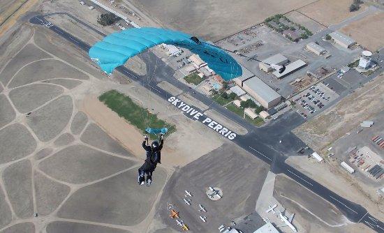 A nice aerial shot of Skydive Perris facilities.