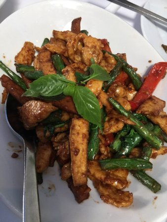 Burlingame, Californie : Mango shrimp, pork curry, fiery chicken tofu, black sticky rice with vanilla ice cream