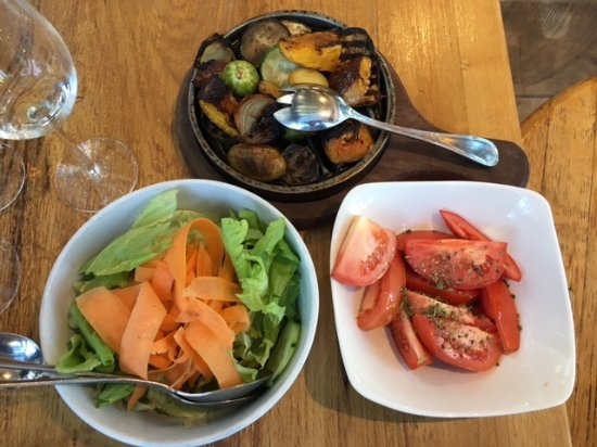 Maipu, Argentina: Cooked vegetables and raw salad. I am not sure how they make such simple food so amazing.