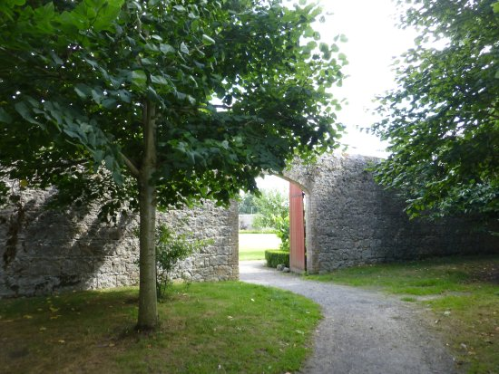 Carlow, Irlande : The entrance was on the opposite side of the parking area