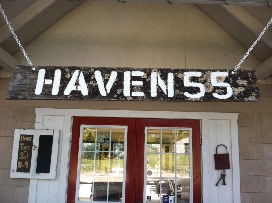Pineville, มิสซูรี่: Entrance to the Haven 55 restaurant