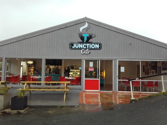 "‪‪Maungaturoto‬, نيوزيلندا: Renamed to ""T Junction Cafe""‬"