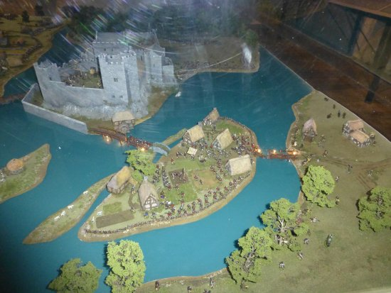 County Tipperary, Ireland: Tells of the siege on the castle