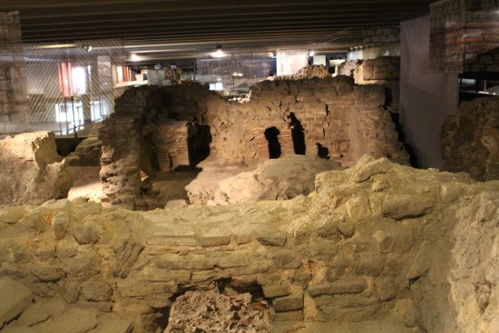 Archeological Crypt of the Parvis of Notre-Dame: Fascinating look back in time