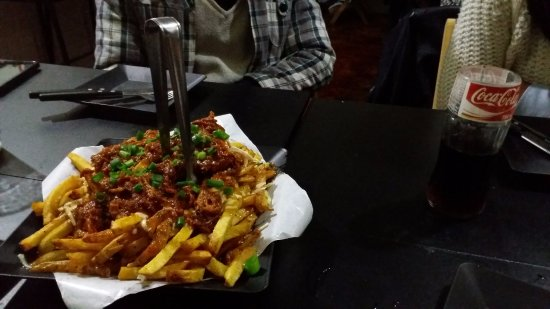 Canuck's Poutinerie: Poutine Classico com Pulled Pork