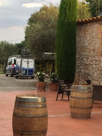 Avinyonet de Puigventos, Espanha: Enjoy the regional wine while there