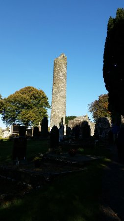 County Louth, Irlandia: Another view of the Round Tower