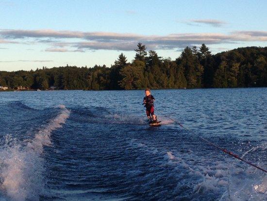 Saint Hippolyte, แคนาดา: Venez essayer les sports nautqiues en famille!