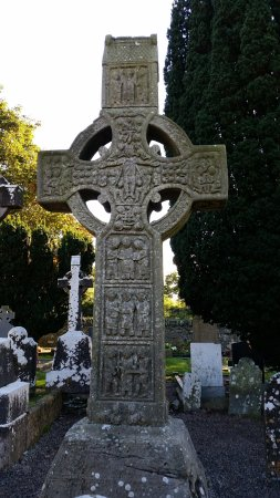County Louth, Irland: Celtic Cross close up