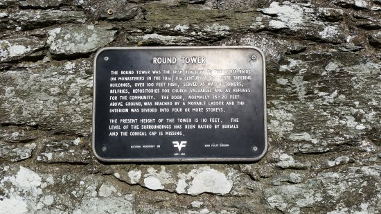 County Louth, Irland: Round Tower sign