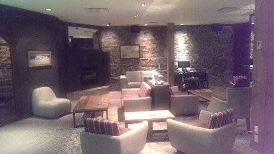 Hotel du Vieux-Quebec: The lounge