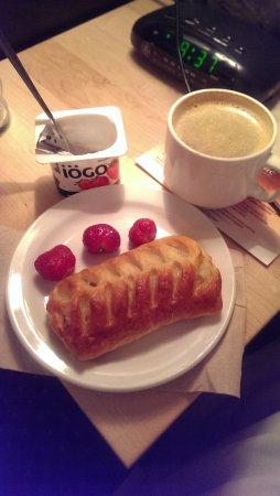 Hotel du Vieux-Quebec: In room breakfast