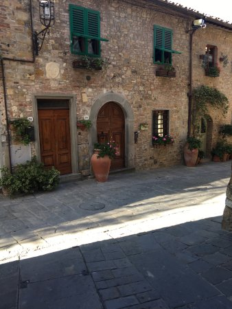 San Donato in Poggio, Italien: Main Entrance. Nicest street in the whole village.