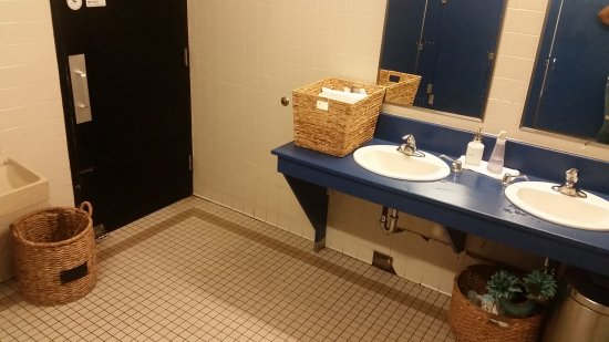 "Mankato, MN: Very ""homey"" women's restroom with white cotton face cloths!"
