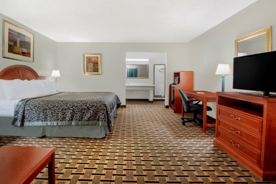 Days Inn Vernon : Single King Bed