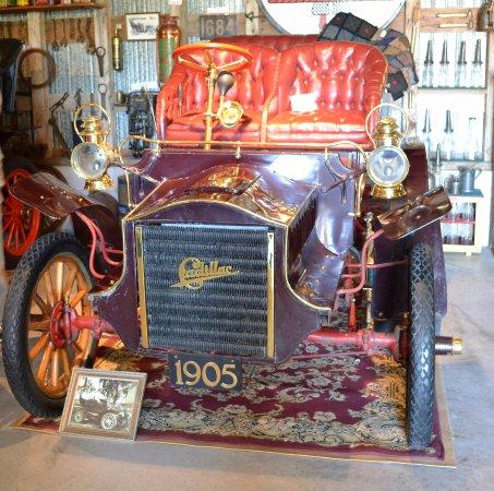 Fenelon Falls, Canadá: 1905 Cadillac, one of several original cars.