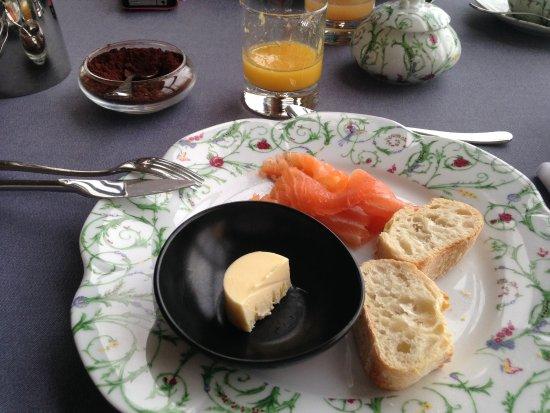 Bouliac, Francia: Petit déjeuner (saumon fumé)