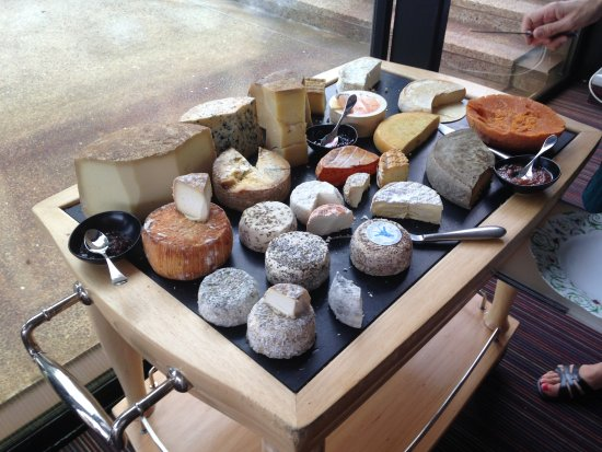 Bouliac, Francia: Petit déjeuner (plateau de fromages)